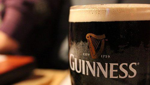 Cómo disfrutar de una auténtica cerveza irlandesa Guinness